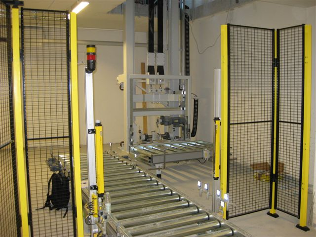 Reciprocating Pallet Lift 01.jpg