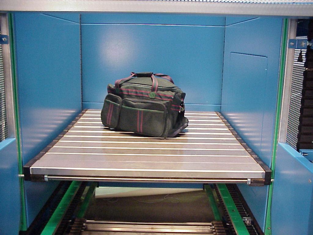 S-Conveyor Bagagge Platform w Bag.jpg